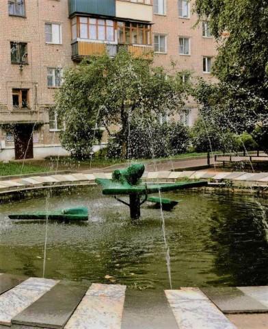 Фонтан-лягушка на ул. Ленина, г. Бор.