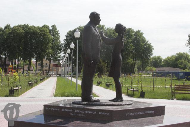 Памятник участникам войны в сквере 70-летия Победы
