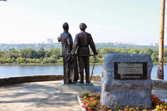 Смотровая площадка. Памятник Горькому и Шаляпину